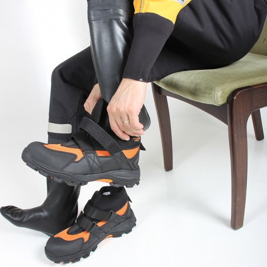 Can be used with rescue suits that have latex socks