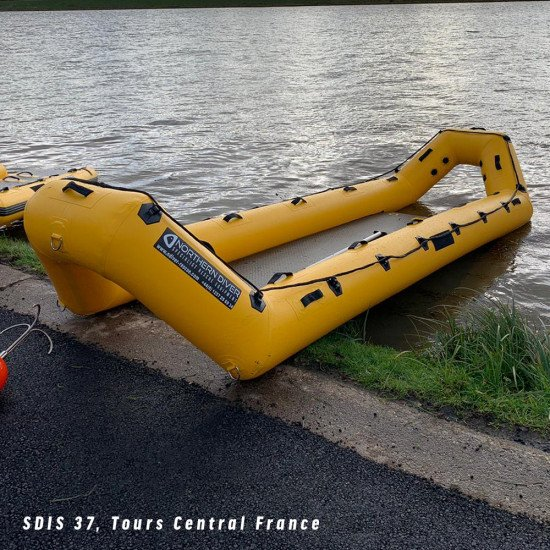 The RR5 rescue raft has been manufactured using the highest quality 1.2mm PVC fabric which has been internally and externally taped giving superior strength, air retention and peace of mind when working in the most demanding of conditions.